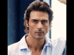 Actor Arjun Rampal Misbehaved With Fans Who Asked For A Selfie