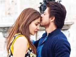 Shahrukh Khan Even Can Romance A Microphone Says Anushka Sharma