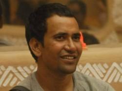 Drunk Bhojpuri Actor Nirahua Misbehaves With Air Hostess On Flight
