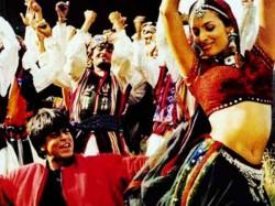 Shahrukh Khan S Dil Se Movie Clocks 19 Years Read Interesting Facts