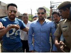 Salman Khan Sign Bail Bond In Jodhpur Court
