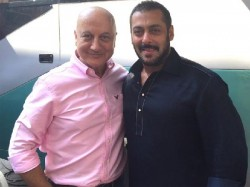 Salman Khan Helped Anupam Kher When He Had A Blackout At Iifa