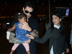 Sunny Leone Daneil Weber Spotted With Daughter Nisha Kaur At Aiorport