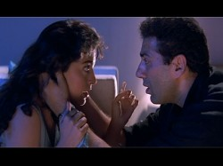 Sunny Deol Bold Kissing Scene Which Made Him Romantic Hero