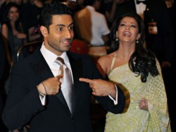 Abhishek Bachchan Saves Aishwarya Rai From Oops Moment Also Gets Angry On Photographer