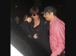 Shahrukh Khan Spotted With Sleepy Abram On Airport