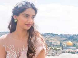 Vidhu Vinod Chopra Considers Sonam Kapoor For Munnabhai