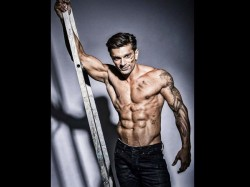 Karan Singh Grover Honoured As The Champion Fitness Of 2017