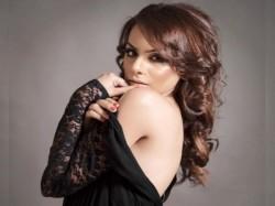 Bigg Boss Ex Contestant Nitibha Kaul Bikini Pic Viral