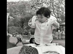 Latest Pic Of Taimur Ali Khan Playing With Daddy Saif Ali Khan Is Too Cute