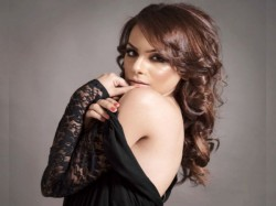 Bigg Boss Contestant Nitibha Kaul Goa Hot Look Viral