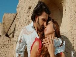 Ranveer Singh Joins Priyanka Chopra S Live Chat Talks About Wearing Skirt Gully Boy Womens Da