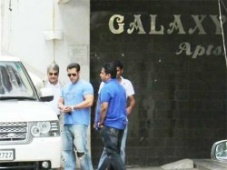 A Fan Makes Chaos At Salman Khan S Galaxy Apartment Threatens To Commit Suicide