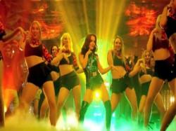 Bigg Boss Fame Elli Avram Nachdi Firangi Dance Video