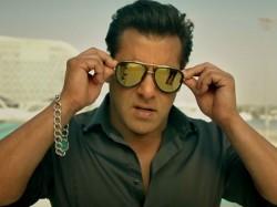 Salman Khan Bonds With Maine Pyaar Kiya Co Star Bhagyashree Son At Race 3 Screening