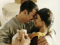Akshay Kumar Mouni Roy Romance Gold Song Naino Ne Baandhi