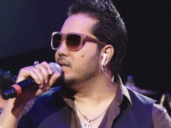 Singer Mika Singh Robbed Rs 3 Lakh Jewellery Cash