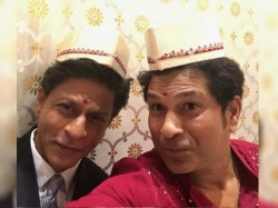 Shahrukh Khan Sachin Tendulkar Pose A Selfie At Akash Ambani S Engagement