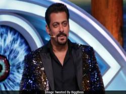 Bigg Boss 12 Arshi Khan Reveals Salman Khan Is Biased Host
