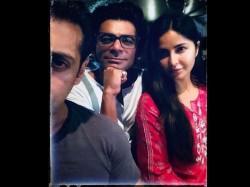 Bharat Salman Khan Katrina Kaif Sunil Grover Pose A Selfie There Is A Twist To It