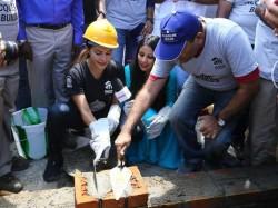 Jacqueline Fernandez Headed Kerala Relief Work