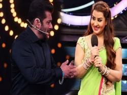 Shilpa Shinde Support Salman After Slammed Karanvir Fans