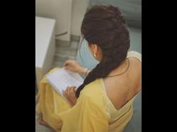 Tapsee Pannu Shares Sneak Peak Her Look From R Balki Akshay Kumar S Mission Mangal