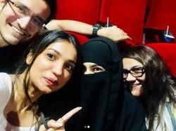 Sara Ali Khan Went See Audience Reaction In Theatre Wearing Burkha