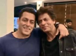 Shahrukh Khan Salman Khan Get Emotional Watching Karan Arjun