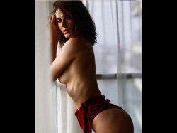 Mandana Karimi S Sexy Topless Photoshoot Goes Viral On The Internet
