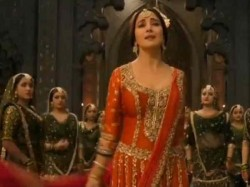 Kalank Song Tabaah Ho Gaye First Look Madhuri Dixit As Bahaar Begum