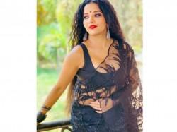 Bigg Boss Fame Monalisa Instagram New Black Sari Pic Viral