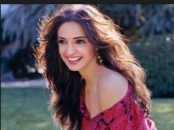 Vikram Bhatt Up Coming Film Ghost Actress Sanaya Irani Talks About Screen Kiss
