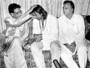 मुबंई ब्लास्ट में गिरफ्तार संजय दत्त, बाल ठाकरे ने की मदद, चौंक जाएंगे आप!