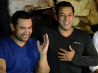 #KyaSalmaan: एक बार फिर आमिर खान के पीछे पड़े गए सलमान खान