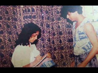 #RarePics..जब शाहरुख नहीं थे सुपरस्टार..सेट पर सीनियर के सामने यूं आते थे नज़र