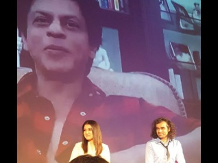 WHATTT: रणबीर की वजह से उड़ रहा है शाहरूख की फिल्म का मज़ाक!