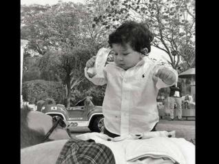 पापा सैफ के साथ तैमूर की नई तस्वीर वायरल...कुछ यूं कर रहे हैं मस्ती