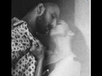 VIRAL.. रणवीर सिंह- दीपिका पादुकोण की HOT किसिंग तस्वीर.. तहलका!