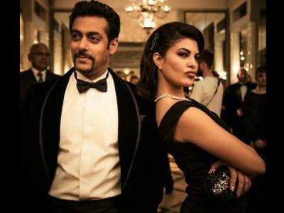 सलमान खान की 'रेस 3' हीरोईन को, अब शाहरुख खान की फिल्म चाहिए!