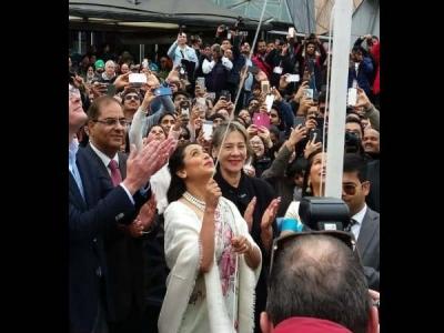 विदेश में रानी मुखर्जी ने फहराया तिरंगा, आयोजन को बताया गौरवमयी पल, Video वायरल