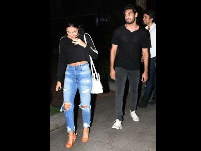 Pics: सुनील शेट्टी के बेटे अहान शेट्टी देर रात गर्लफ्रेंड के साथ हुए स्पॉट, खुल गया राज