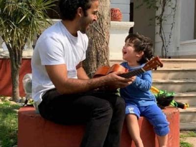 गिटार बजाते दिखे तैमूर अली खान, एक बार देखकर जी ही नहीं भरेगा, वायरल हो रहा वीडियो